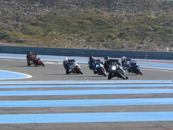 balade moto roulage piste et karting moto club circuit paul ricard. Black Bedroom Furniture Sets. Home Design Ideas